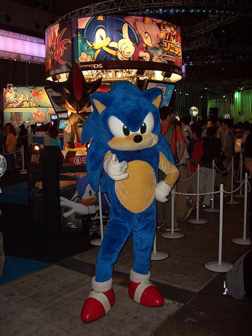 Look! We took this ourselves! That's the REAL Sonic, giving UK:R the thumbs up!