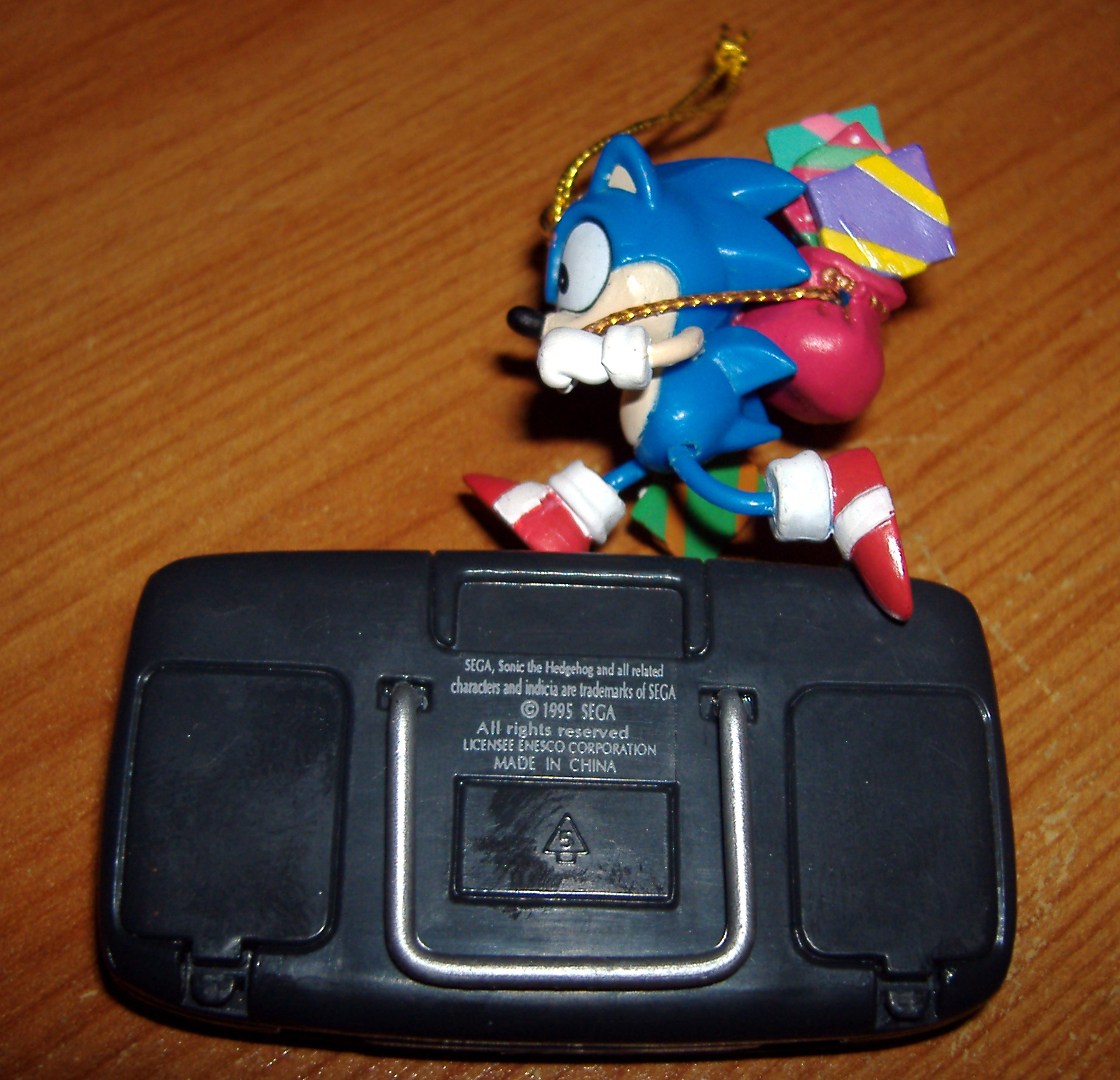 game gear colors : Sadly the battery compartment isn t real and doesn t contain ultra rare fake chinese sega batteries it s probably for the best they would trigger a